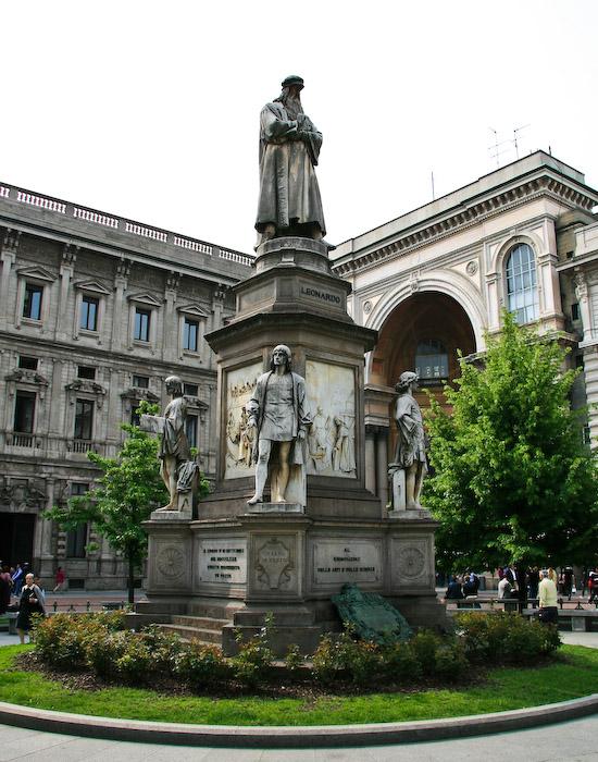 Памятник леонардо да винчи на площади